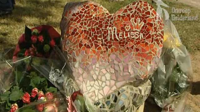 monument in mozaiek ter herdenking van de moord op Melissa Ulrich door Lieke van Dommelen.